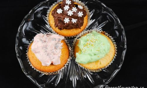 Olika frosting till cupcakes, muffins eller bakverk. Toppa med valfritt strössel eller annan garnering.