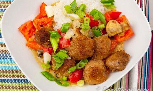 Curry med grönsaker och Tzay