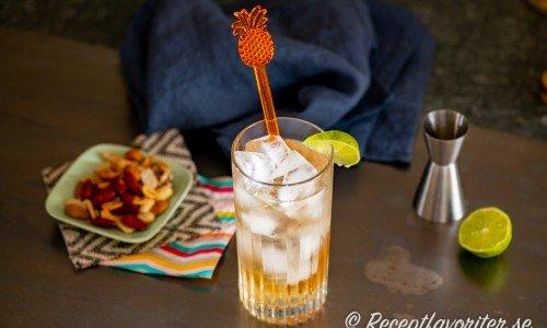Desert Cooler drink med lime, gin och persikolikör.
