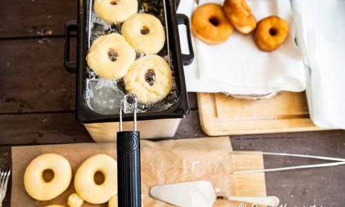 Doughnuts eller munkar i fritös