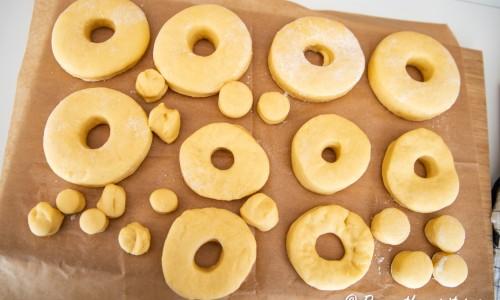 Munkarna eller doughnuts på jäsning
