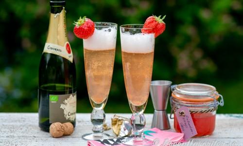 Cava rabarber i glas med jordgubbe
