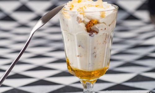 Efterrätt med yoghurt, honung och mandel