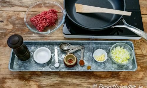 Ingredienser till köttfärsfyllning