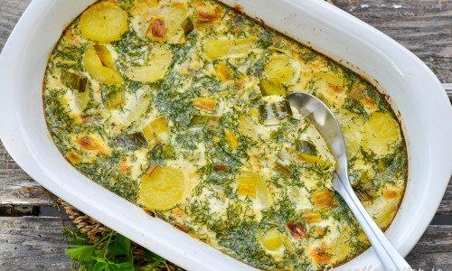 Färskpotatislåda - en slags potatisgratäng eller pudding med kokt potatis, dill och äggstanning.