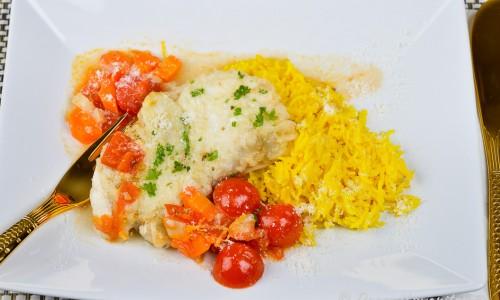 Ett förslag är att servera marulken med gult ris färgat med saffran eller gurkmeja, finriven parmesan och hackad persilja.