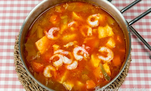 Fisksoppa i kastrull