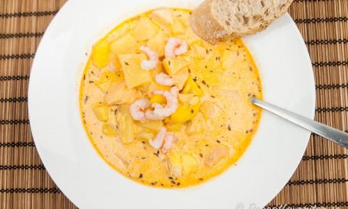 Fisksoppa med lax och rotfrukter