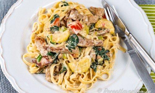 Fläskfilé med pasta tagliatelle i crème fraiche