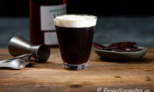 French Coffee i glas med lättvispad grädde
