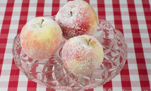 Frostade frukter på fat