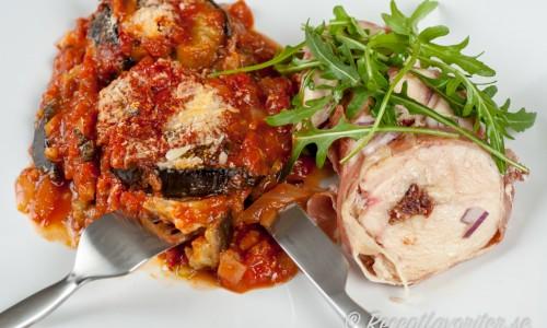 Kycklingen kan serveras med valfria tillbehör - ett förslag är med auberginegratäng.