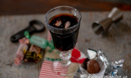 Gin och julmust i glas