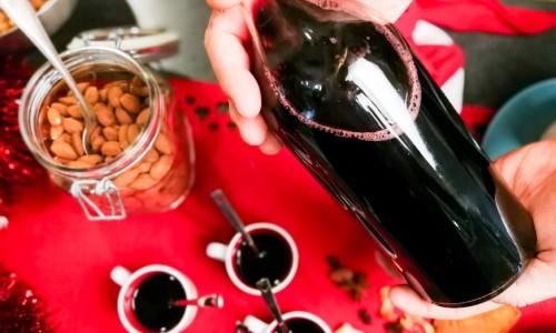 Glögg med rödvin, kryddor och mindre socker