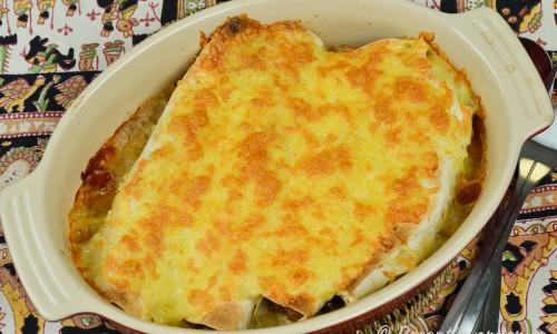 Du kan förbereda burritosarna i formen i god tid innan och ha i kylen. Värm och gratinera med ost till servering.