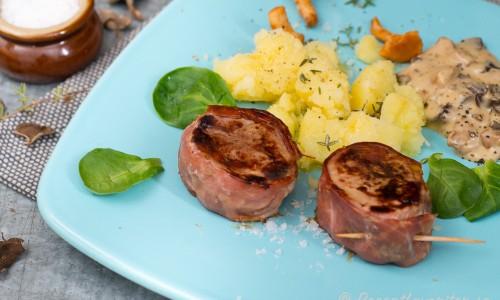 Grillad fläskfilé lindad i salvia och skinka