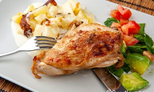 Grillad kyckling med potatisgratäng och sallad
