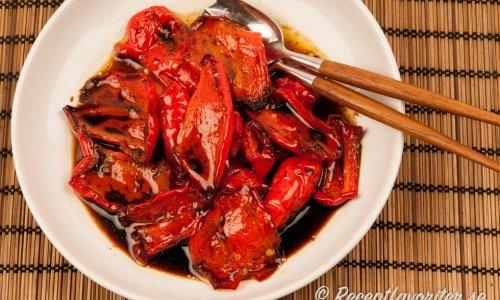 Grillad paprika blir mycket gott att servera som den är med lite olivolja och fin balsamvinäger.