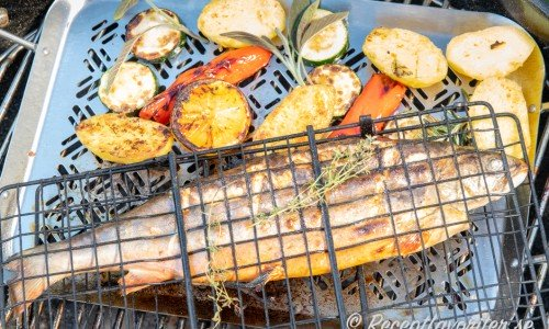 Istället för sparris kan du grilla andra grönsaker till som förkokt potatis, zucchini, paprika och citronhalvor.