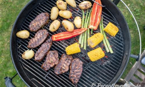 Kött och grönsaker får först yta på varmare grill