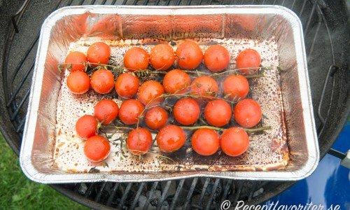 Grillade tomater i folieform
