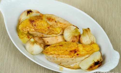 Grillat majskycklingbröst med grillade knipplökar.