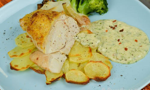 Gott med Bearnaisesås, knipplök, rostad potatis och broccoli.