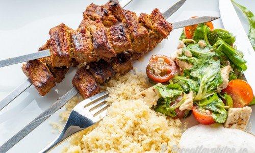 Grillspett från Marocko med marockanska kryddor och fin gul färg av saffran.