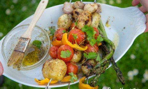 Grönsaksspett grillade med örtolja. Gott som tillbehör eller vegospett.