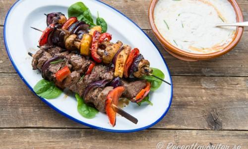 Gillar du grönsaker så kan du även göra några grönsaksspett med ananas eller potatis.