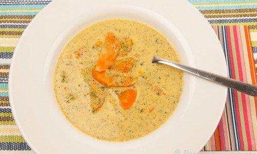 Vegetarisk grönkålssoppa med morot