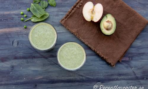 Grönsakssmoothie med ingredienser