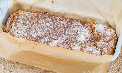 Ett rågbröd som är lätt och snabbt att baka utan jäst i en brödform.