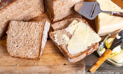 Grytbrödet är gott som vanligt grovt bröd till det mesta.