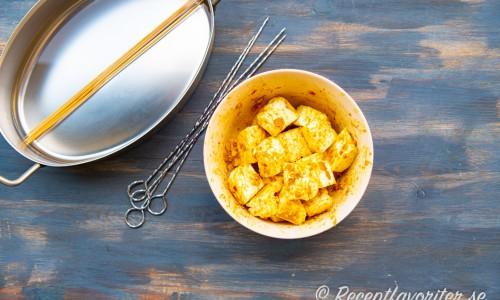 Marinerad halloumi i currypasta