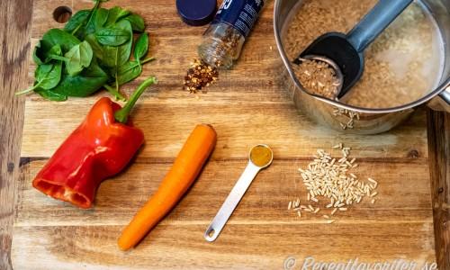 Ingredienser till smaksättning av havreriset.