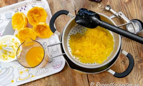Pressad och silad apelsinjuice till saften.