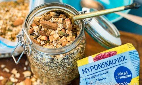 Musli med 1-2 dl nyponskalpulver får en god smak och massor av C-vitamin.