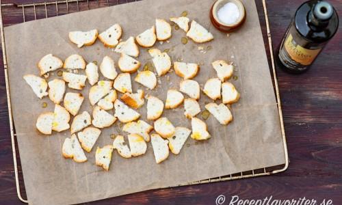 Crostinis med olivolja och salt