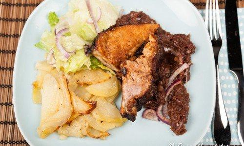 Tjocka köttiga revben glacerade med honung, soja, vitlök och senap blir mycket goda.