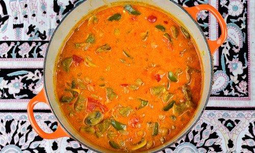 En god höstig gryta smaksatt med curry, lök, champinjoner och paprika.
