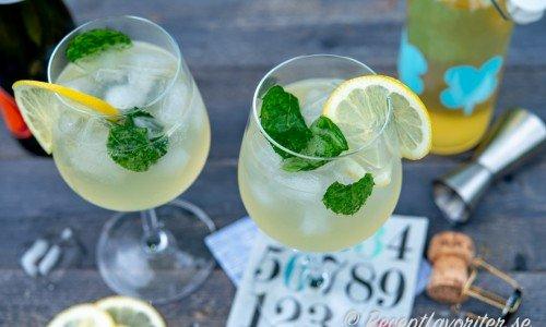 Hugo drink eller cocktail serverade i vinglas