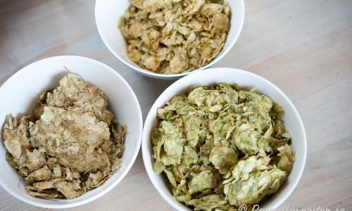 Använde tre sorters humle - Amarillo (11,2 % alfasyra), Cascade (7,6 % alfasyra) och mest av den lite mildare East Kent Golding (5% alfasyra). Alfasyran är hur besk humlen är.