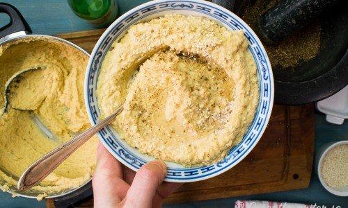 Hummus med citron och koriander