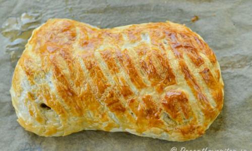 Baka av smördegen så får du en smördegslimpa fylld med smaskig fläskfilé och svamp.