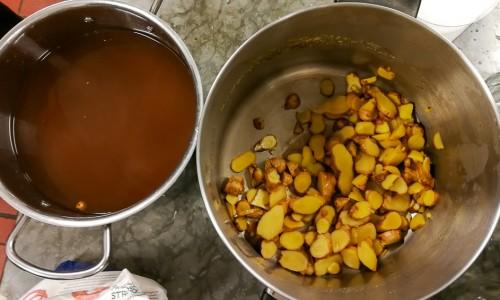 Avkok på ingefära till gingerbeer eller ingefärsläsk