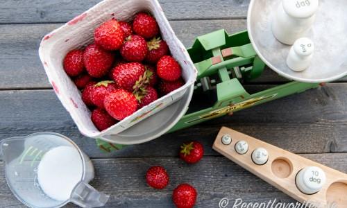 Ingredienser till jordgubbskräm