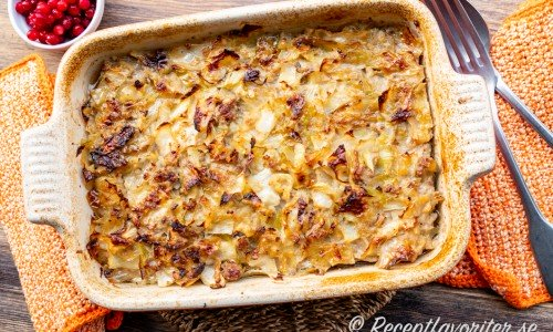 Kålpudding är lätt att laga i en ugnsform - kan även dubbleras till många i en stor ugnsform eller långpanna.