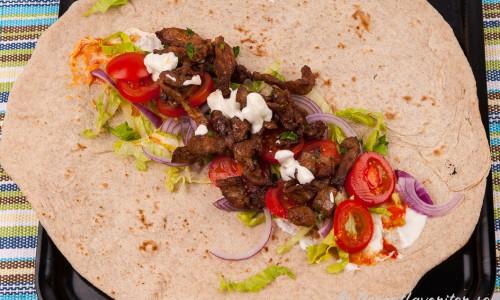 Arabiskt tunnbröd - Libabröd toppad med fyllningen