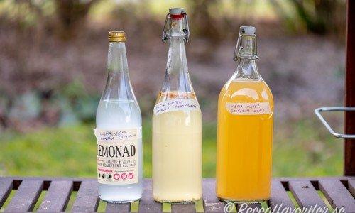 Vattenkefir i olika smaker - naturell, med äppeljuice och med apelsin (pomerans).
